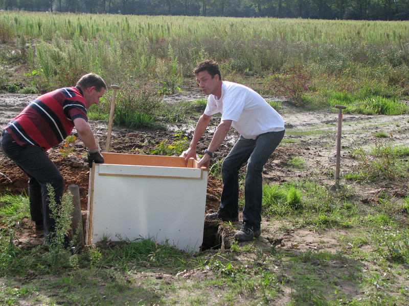 2010, September 11th. Placing of the well-box on building site, lot SB 027 A - Jufferlaan 36/38   Son en Breugel<br /> Fam. v.d. Wetering / v.d. Brink and fam. Merks build a private house