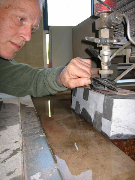 Marijn making the slit of the mailbox at school with a water-jet cutter system in Belgian blue stone