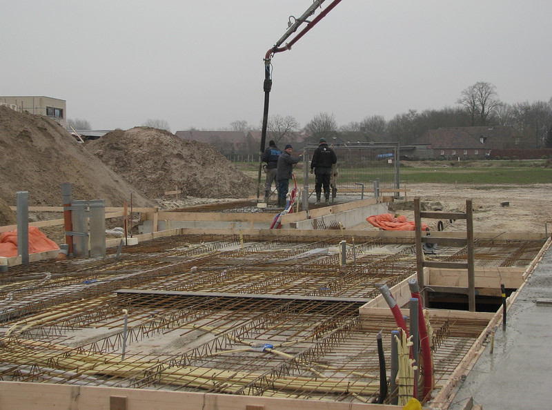 Casting concrete, garage of Frans