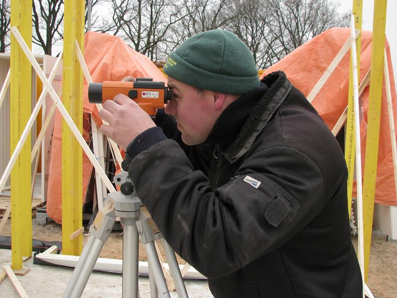 Hans Bergenhuizen measuring the positions of the walls