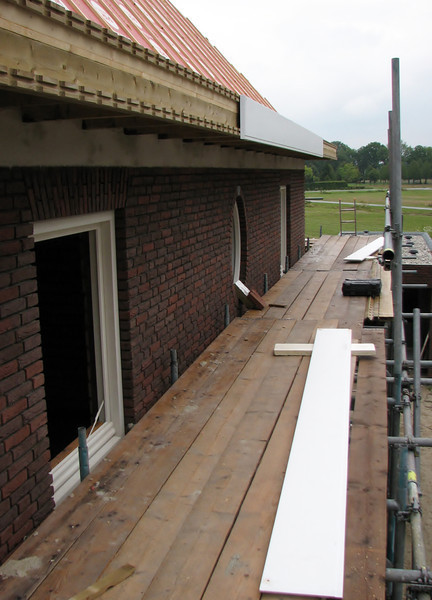 Mounting the gutter