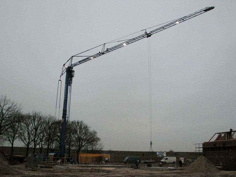 Laying concrete floor bottoms with a crane