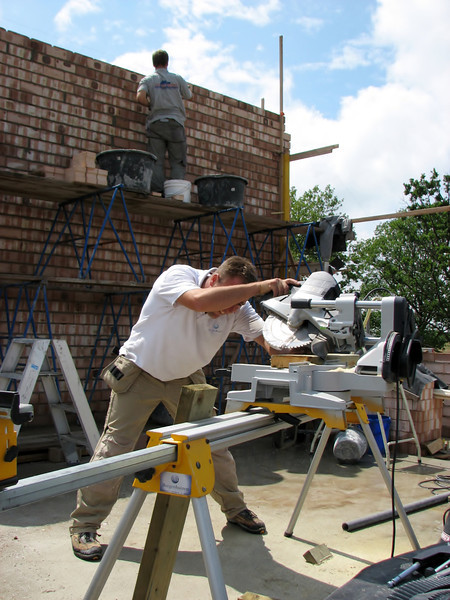 Hans sawing the beams of the gutter frame
