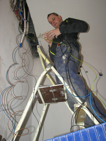 Electrician Martijn Fassbender is pulling the electrical wires