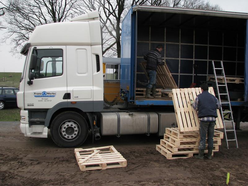 Unloading pallets to store bricks