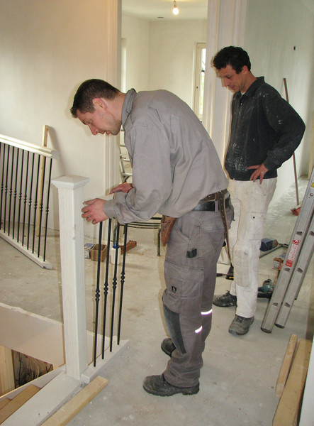 Mounting the stair parts (fence)