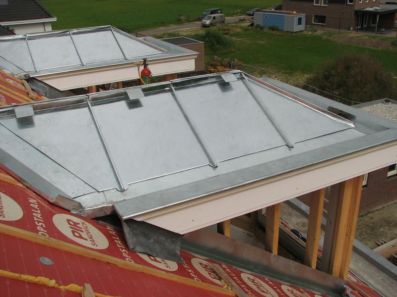 Folding zinc roof parts of the dormer (NL: felsen)