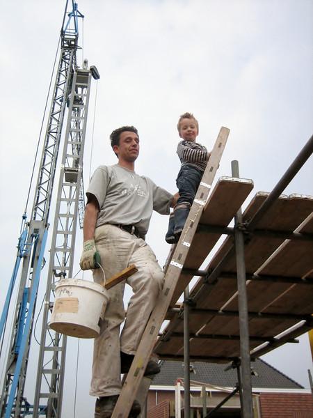 Stijn and Robert climbing the scaffolding