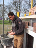 Film: Twan bricklaying the upright course on the rear side of the house