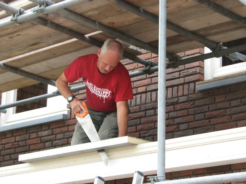 Marijn insulating the kitchen roof