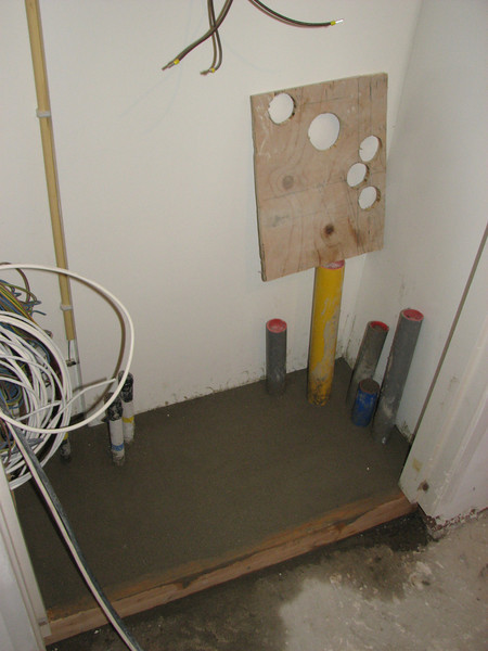 Making a floor in the meter cupboard