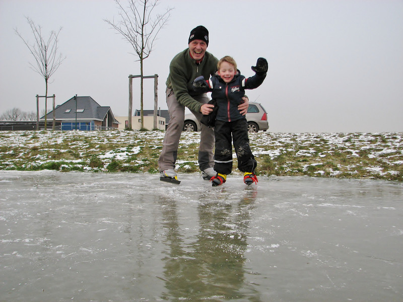 Stijn and Marijn are ice skating in Sonnius park