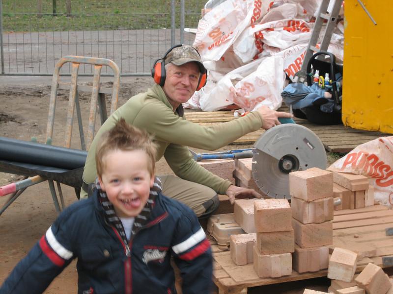 "Stijn 'assist"" :-)) Marijn with brick sawing"