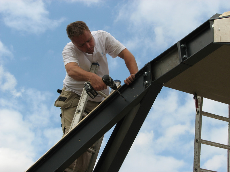 Mounting the wooden rafters