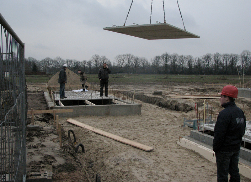 Stijn watching: laying concrete floor bottoms