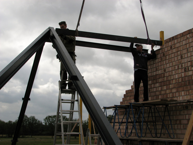 Lifting the steel construction