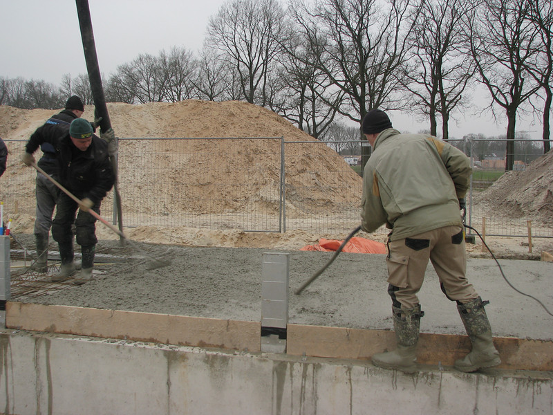 Casting and vibrate concrete