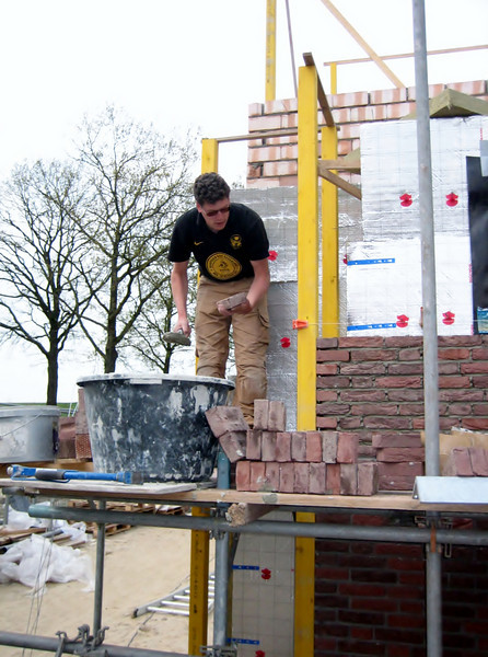 Bricklaying the rear side