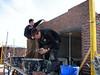 Twan and Erik bricklaying the bricksupright course of the garage door (width 2,5 m. R 3,75m.) (NL: strekse boog voor de garage deur)