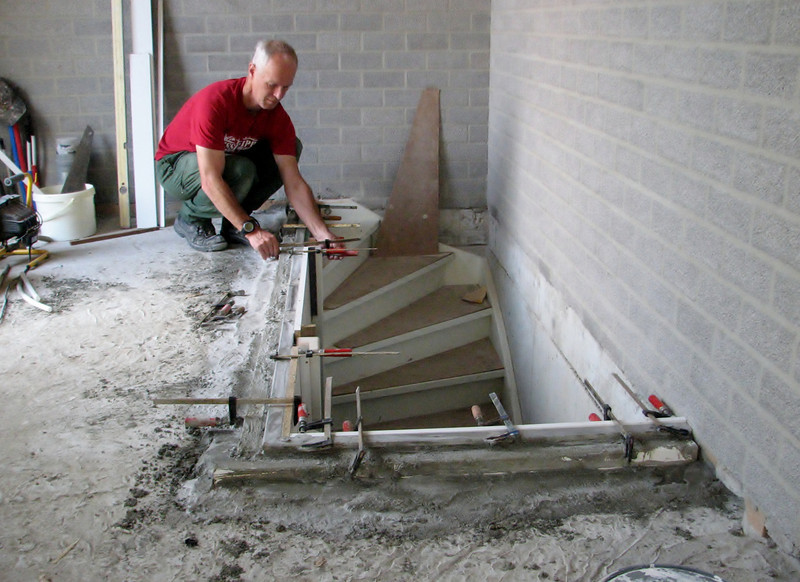 Marijn removing the mould (garage)
