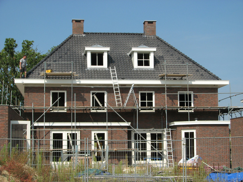 The tiled roof is finished, now..... removing the two little scaffolds