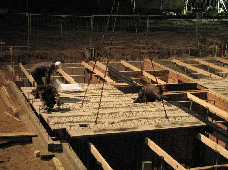 Laying concrete floor bottoms