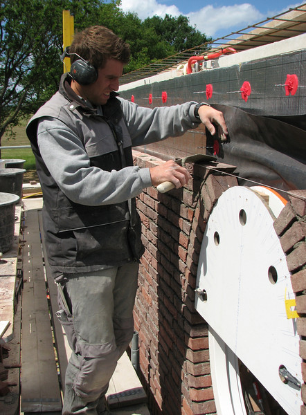 Bricklaying the upper part with a special mould
