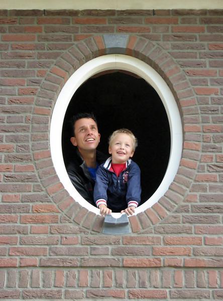 Robert and Stijn in a gilt frame (NL: Robert en Stijn in een gouden lijstje)