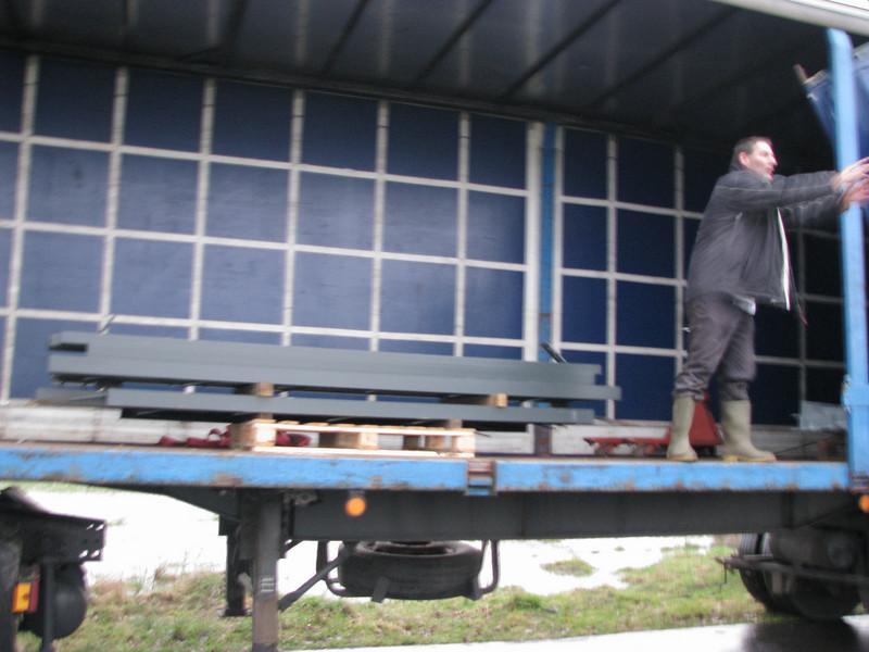 Steel beams unloading from Frans van