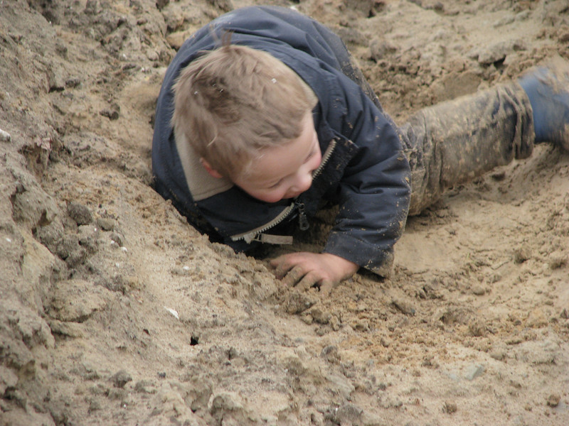 Stijn, digging a hole in the fantastic sandbox