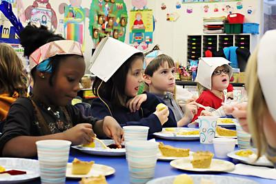 2011-11-22-DCS-1stGrade-Thanksgiving-013