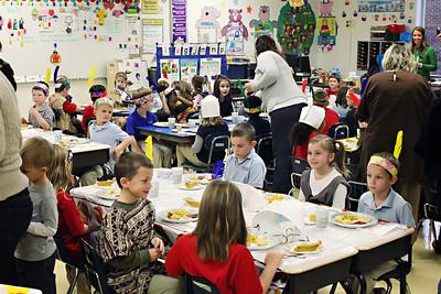 2011-11-22-DCS-1stGrade-Thanksgiving-008