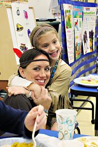 2011-11-22-DCS-1stGrade-Thanksgiving-016