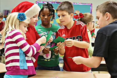 2013-12-20-DCS-3rdGrade-Christmas-32