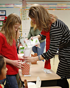 2013-12-20-DCS-3rdGrade-Christmas-18