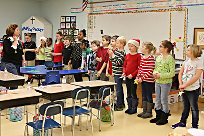 2013-12-20-DCS-3rdGrade-Christmas-35