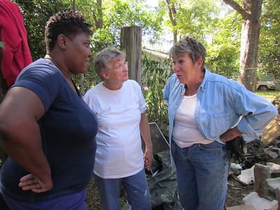 10 10-09  Homeowner Ivy Nunn visits with volunteers. ky