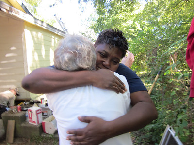 10 10-09  Ivy Nunn expresses appreciation for help with a hug . ky