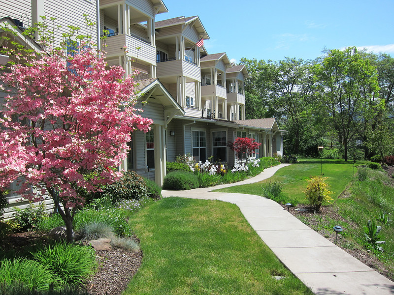 Walkway to Cottonwood condominium