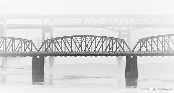 Hawthorne bridge over Willamette River.
