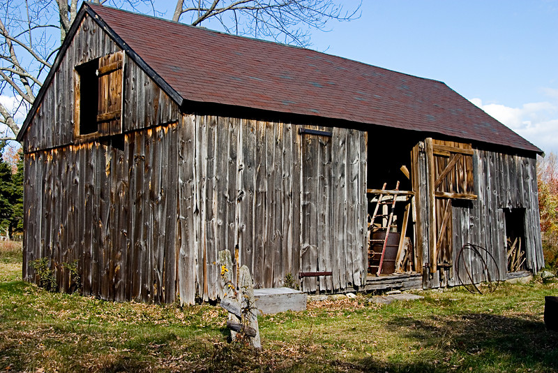 <center>18th Century Barn<br><br>Glocester, Rhode Island<br><br>This was the oldest barn on the tour, dating to the Revolutionary War era.</center>