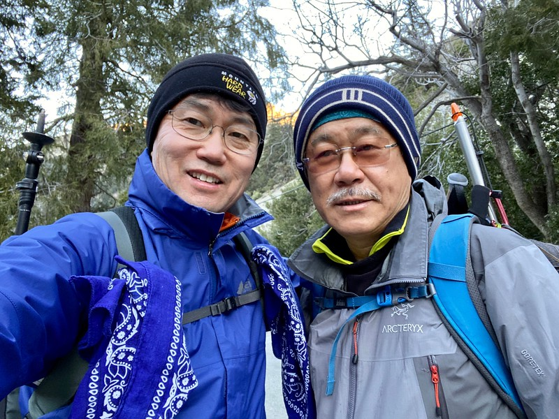 With hiking buddy, Ahn Sang-Ho<br /> January 14, 2020