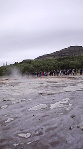 Geyser erupts every 7 - 10 minures