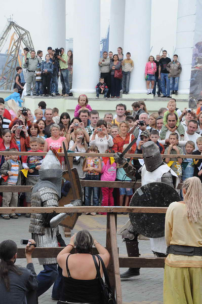 Odessa - Crowd on Primorsky Blvd for Odessa birthday - Medieval knights tournament at Collonade