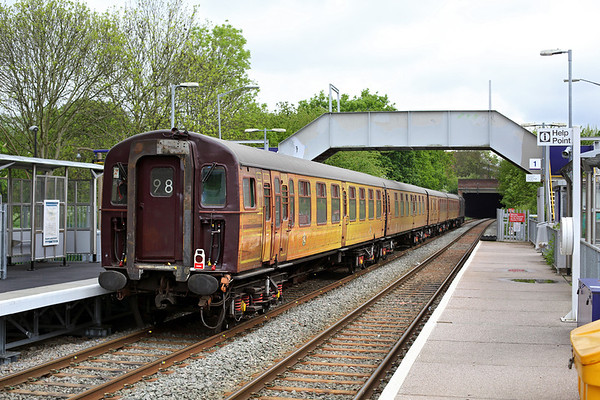 428 and 33207, Castle Bar Park 2/5/2014 5Z33 1232 West Ruislip LUL-Southall WCRC
