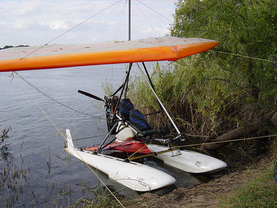Microlight on Floats 1.jpg