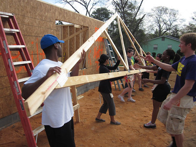 Students from Notre Dame and the University of Idaho raise trusses on a home in Lumpkin, Ga.