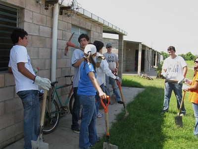 09 10-17  First of 4 Saturday workdays with students from the American School of San Salvador.  Micah Whitt