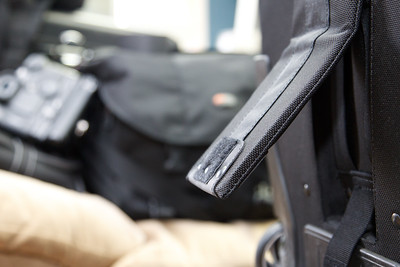 Illustrating a broken Prop Foot on the outer shell of a Lowepro Pro Roller x200