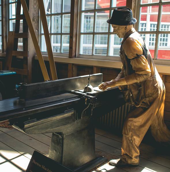 Museum of Flight Worker Statue
